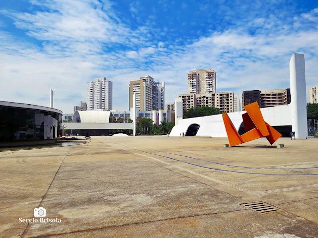 Vista ampla da Praça Cívica do Memorial da América Latina - Barra Funda - São Paulo
