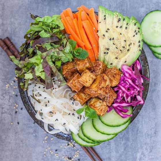 BANH MI BOWLS WITH STICKY TOFU #Vegan #Vegetarian
