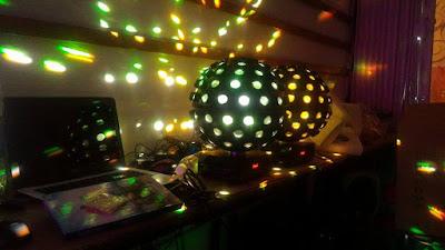 Trang trí đèn phòng trà đep