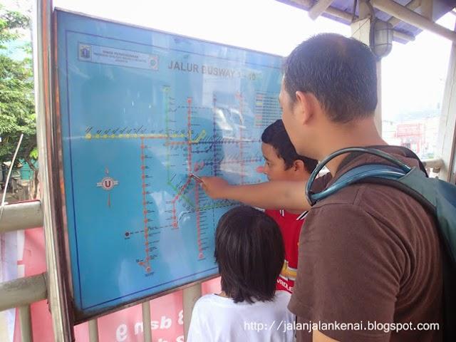 Jalan Jalan KeNai Batal Naik Commuter Line