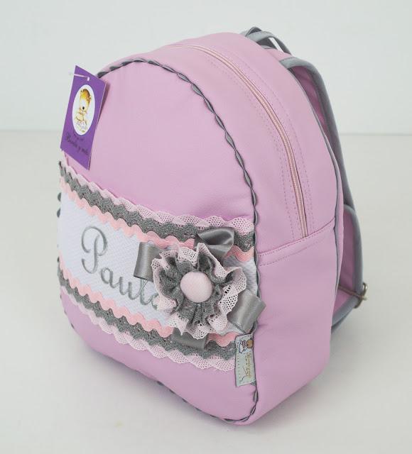 mochila polipiel rosa puntilla gris