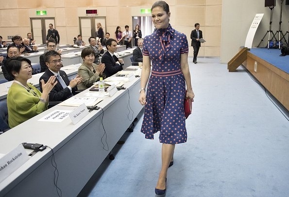 The dress worn by Crown Princess Victoria is an old dress of her mother Queen Silvia.Crown Princess attended a seminar in Tokyo, Japan