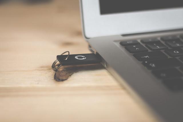 खराब USB आपके पीसी में किसी भी चीज के कारण प्लग नहीं है