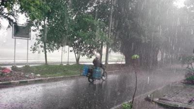 Hari Ini Bakal Hujan Siang-Malam