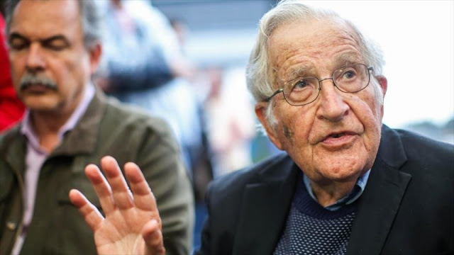 Chomsky y 70 intelectuales piden a Trump no intervenir en Venezuela