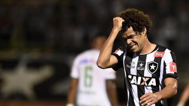 Botafogo é derrotado pela Chapecoense e liga sinal de alerta