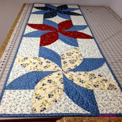 Fun Poinsettia Quilt - Tutorial