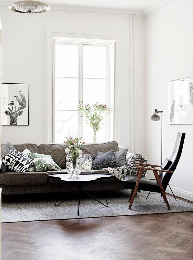White Walls and Dark Wood   design attractor   Bloglovin