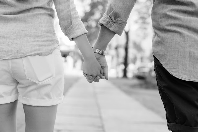 mains, couple, noir et blanc, tenir, serrer, aimer