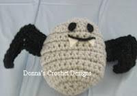 http://freepatternsdonnascrochetdesigns.com/pumpkin-into-a-bat-free-crochet-pattern.html