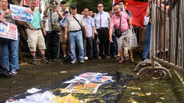 Protestan fuera del consulado de EEUU en Hong Kong