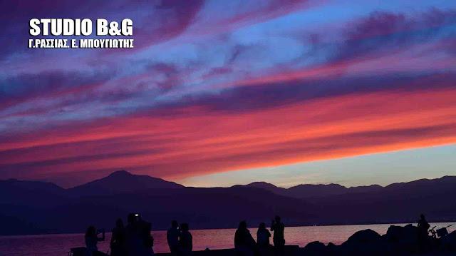 Ναύπλιο: Κόκκινο, γαλάζιο και μενεξεδί (βίντεο)