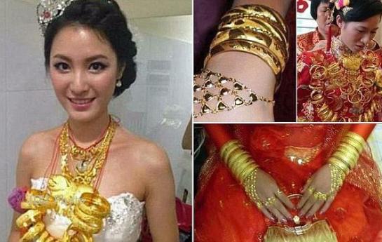 Inilah Ancaman & Azab Bagi Wanita Yang Suka Pamer Perhiasan Dan Harta Kekayaan Di Dunia!!