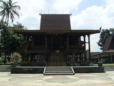 Rumah Bubungan Lima Bengkulu