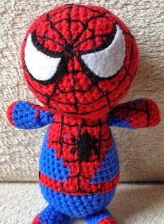 http://translate.google.es/translate?hl=es&sl=en&tl=es&u=http%3A%2F%2Ftheperfecthidingplace.blogspot.co.uk%2F2014%2F08%2Fcrochet-spiderman-free-pattern.html