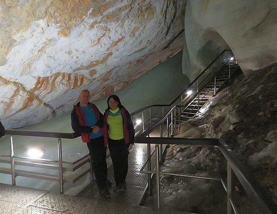 Dobszyńska Jaskinia Lodowa (słow. Dobšinská ľadová jaskyňa).