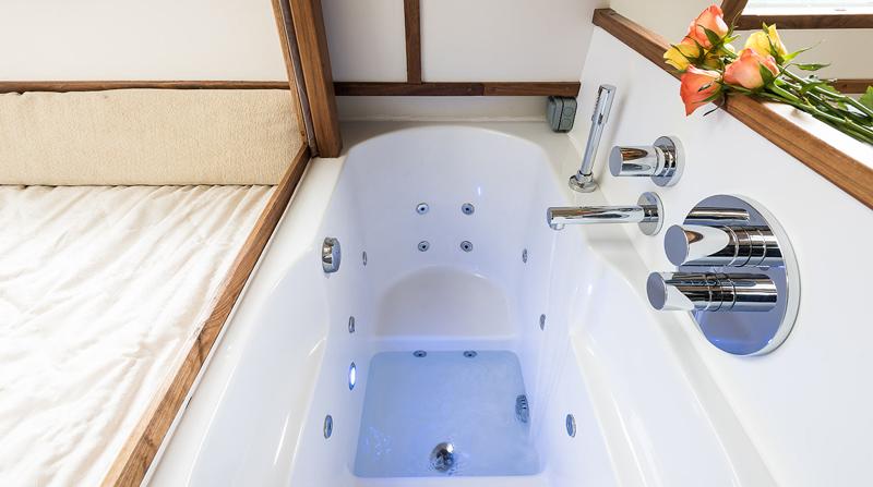 Dormire nelle case più belle di Londra la casa galleggiante a Little Venice vasca