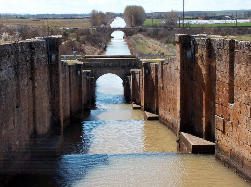 Imagen de las exclusas de Fromista en el Canal de Castilla
