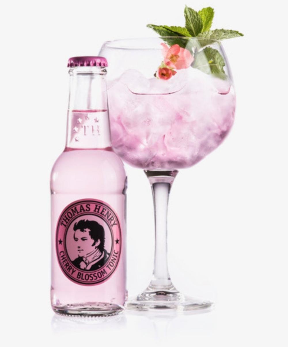 -> -> Pink Ink Cocktail mit Gin und Cherry Blossom Tonic