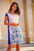 rochie-mbg-eleganta-alba-cu-imprimeu-albastru-si-perle