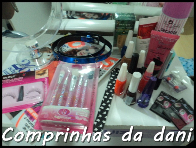 comprinhas; comprinhas acumuladas; esmaltes;pinceis; maquiagem;revistas