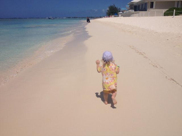 Caymansaaret lapsi matkarattaat korallihiekka