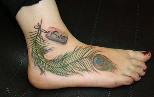 foot green feather tattoo with name isimli yeşil tüy dövmesi