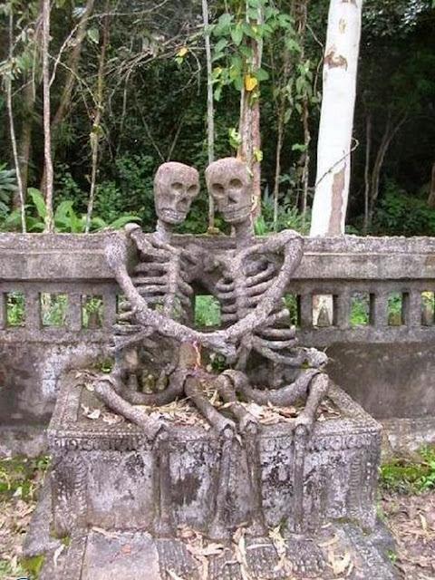 1116 foto [FOTO] Kuburan Paling Aneh dan Unik