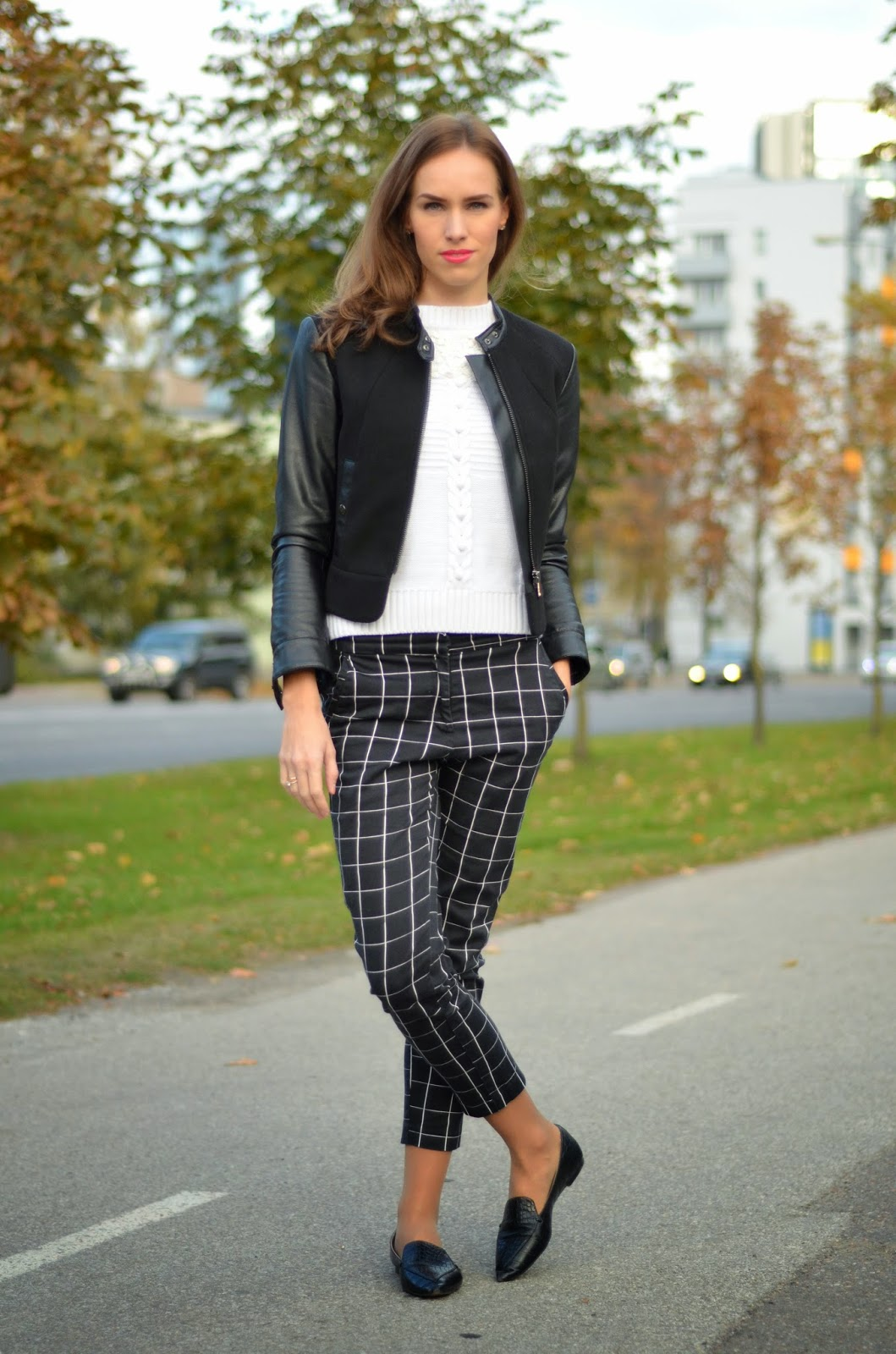 outfit-black-white-check-print-pants-white-jumper-leather-jacket