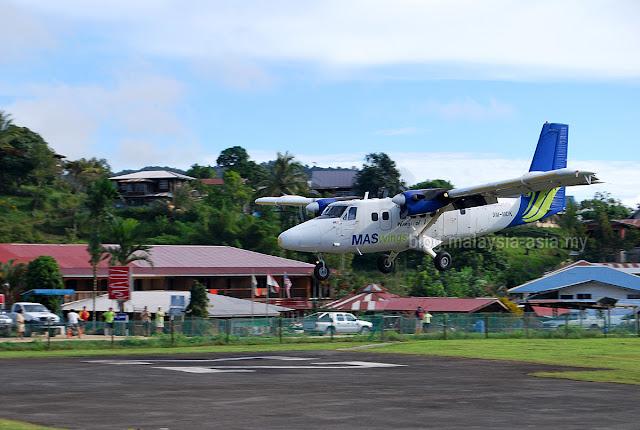 Twin Otter Plane Bakelalan