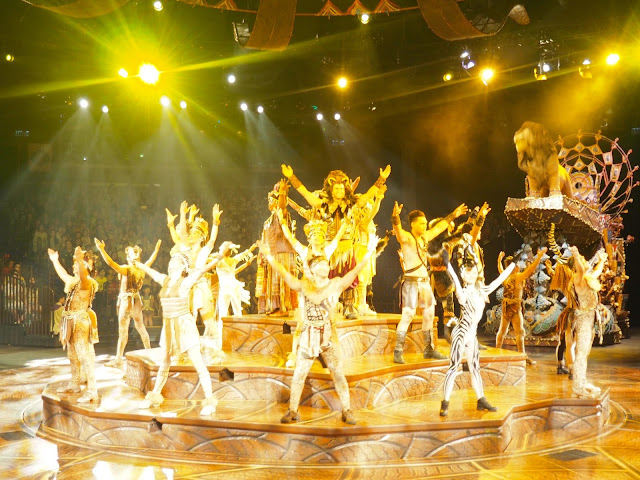 Circle of Life finale scene from Festival of the Lion King stage show in Adventureland | Disneyland Hong Kong
