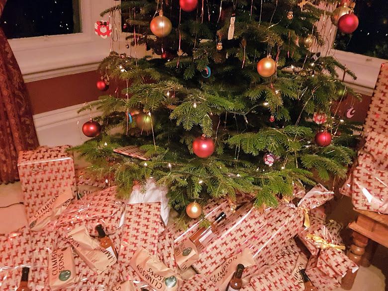 公司給員工的聖誕禮物,非常驚訝自己可以拿到這麼多禮物