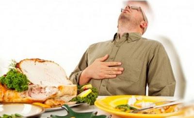 Ini 4 Bahaya Makan Terlalu Kenyang saat Berbuka Puasa