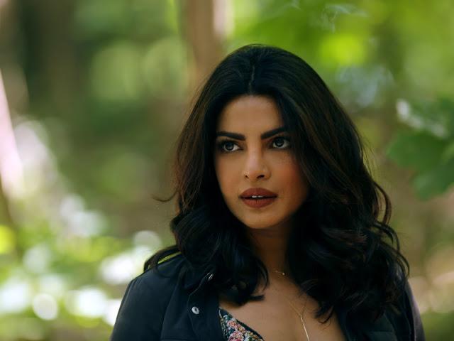 Priyanka Chopra Looks Hot During