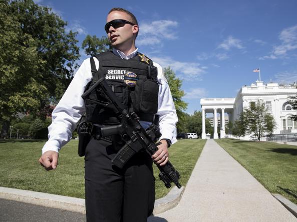 Panico alla Casa Bianca: un uomo scavalca le recinzioni ma viene fermato