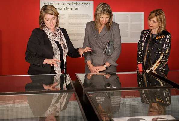 Queen Maxima carried Valentino grey rockstud clutch bag. Queen wore Queen Maxima wore a grey wool coat by Natan