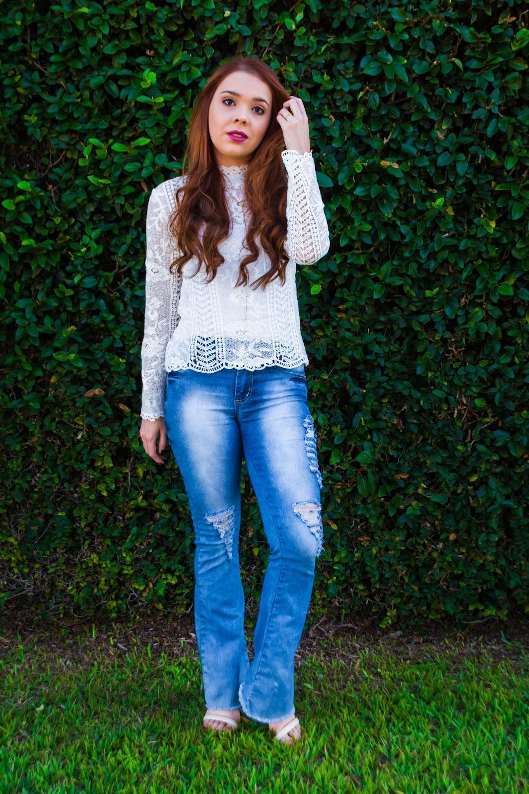 Look do Dia: Blusa branca de renda + Calça jeans flare
