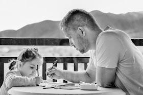 Vater lobt Tochter