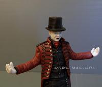statuetta realistica ritratto mago appassionato illusionismo magia orme magiche