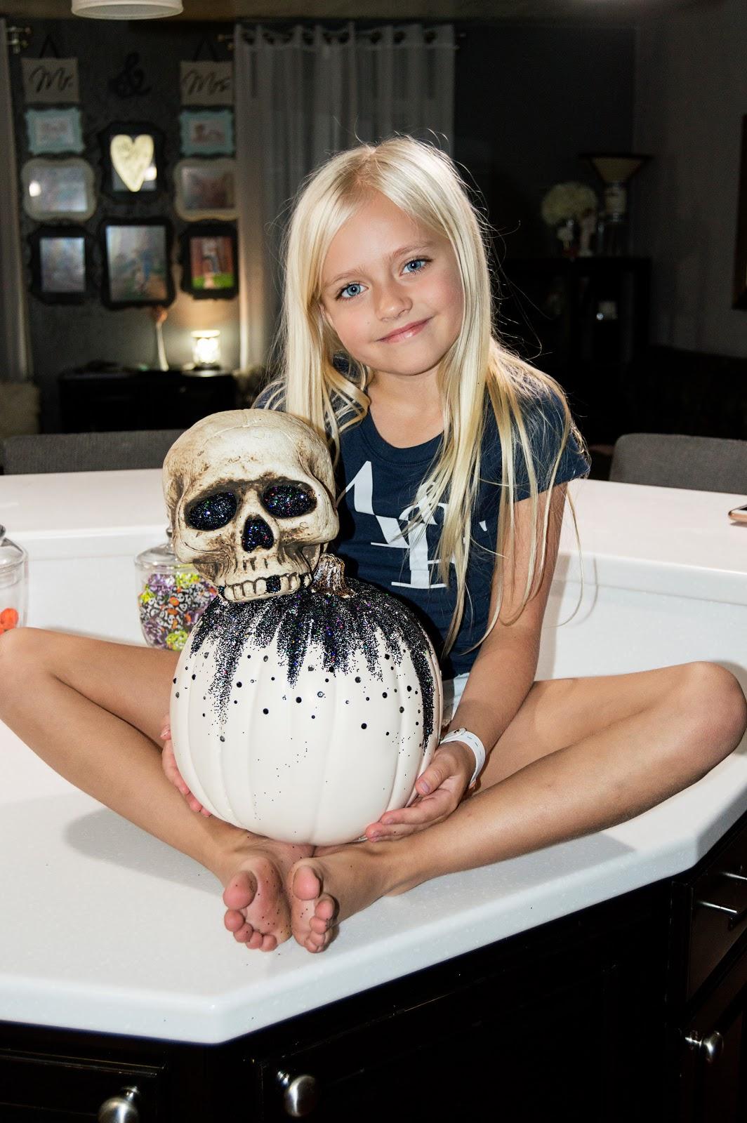 www.daphniepearl.com Halloween Craft Pumpkin Skull Glitter Black Spooky