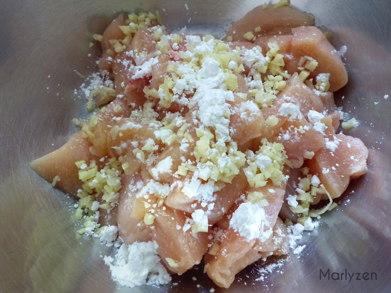 Poulet, gingembre, maïzena et sel.