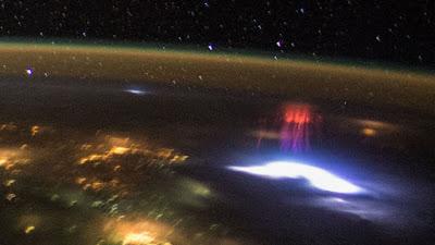 La foto de la Tierra tomada por un astronauta por la noche, durante su vuelo sobre América Central en la Estación Espacial Internacional.NASA