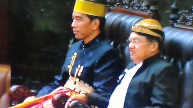 Jokowi Pakai Songkok Recca, JK Pakai Blangkon, Begini Tanggapan Warga Bone