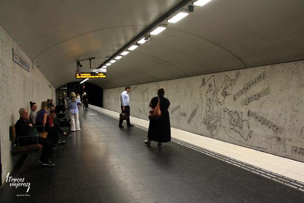 Arte moderno en el metro Suecia
