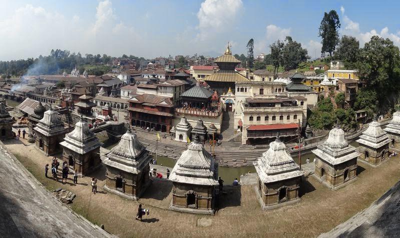 sightseeing at hindu pashupatinath temple