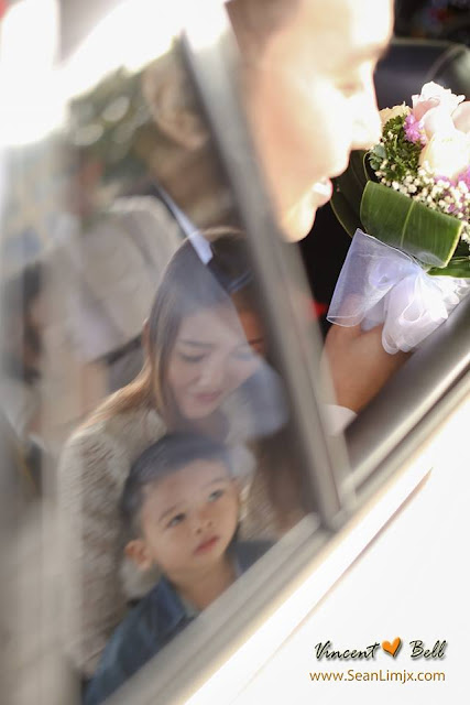 look at the bride on car reflection