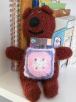 http://translate.googleusercontent.com/translate_c?depth=1&hl=es&rurl=translate.google.es&sl=en&tl=es&u=http://galleryarns.blogspot.com.es/2012/04/gift-pocket-bear-by-marie-segares.html&usg=ALkJrhgtEntdjMHHl5xuFlo_72x7xWUN2Q