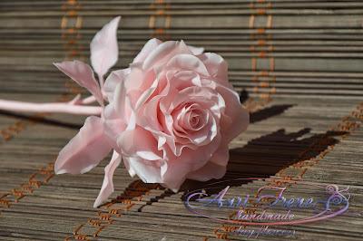 Однотонная розовая роза из полимерной глины.