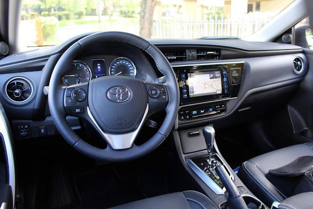 Toyota Corolla XEi 2018 - interior - painel