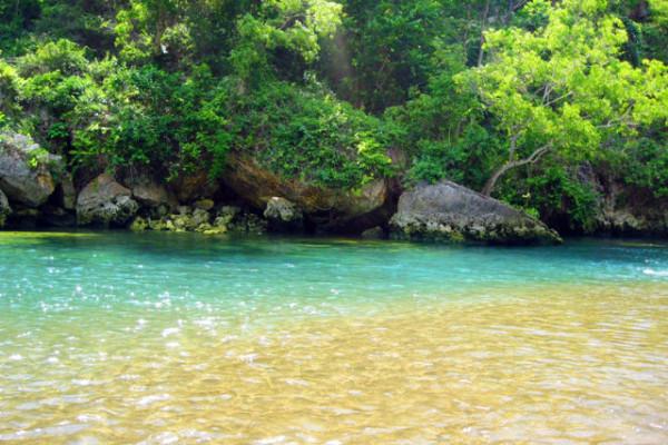 Lokasi pertemuan air tawar dan air laut di Pantai Baron Gunungkidul Jogja